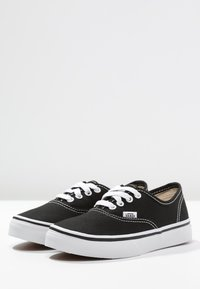Vans - AUTHENTIC - Sneakersy niskie - black/true white - 2