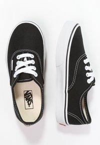 Vans - AUTHENTIC - Sneakersy niskie - black/true white - 1