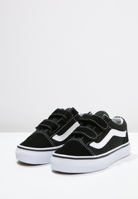 Vans - OLD SKOOL  - Trainers - black/true white - 2
