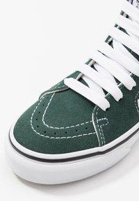 Vans - SK8 - Zapatillas altas - trekking green/true white - 2