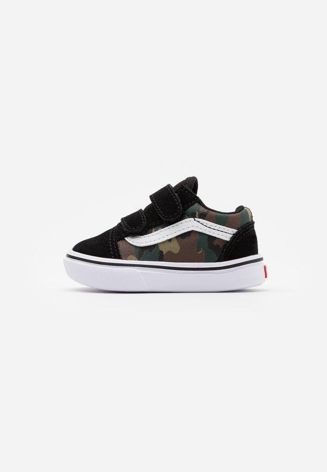COMFYCUSH OLD SKOOL - Sneaker low - black/true white
