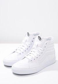 Vans - SK8-HI - Sneakers alte - true white - 6