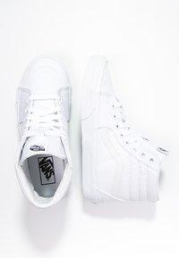 Vans - SK8-HI - Sneakers alte - true white - 5