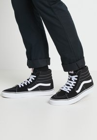 Vans - SK8-HI - Sneakersy wysokie - black - 3