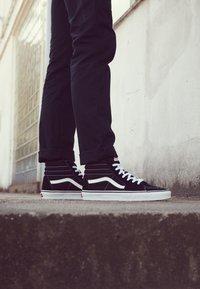 Vans - SK8-HI - Sneakersy wysokie - black - 7