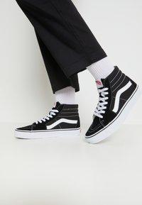 Vans - SK8-HI - Sneakersy wysokie - black - 0