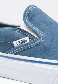 Vans - CLASSIC SLIP-ON - Instappers - navy - 5