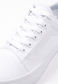 Vans - OLD SKOOL - Skateschoenen - true white - 12