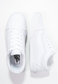 Vans - OLD SKOOL - Skateschoenen - true white - 8