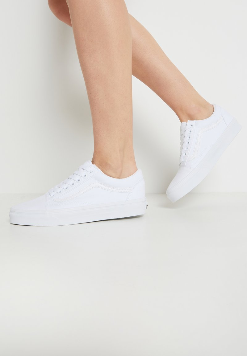 Vans - OLD SKOOL - Skate shoes - true white