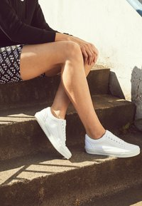 Vans - OLD SKOOL - Skateschoenen - true white - 6
