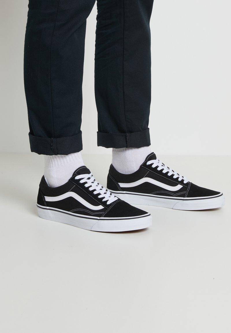 Vans - OLD SKOOL - Skateschoenen - black