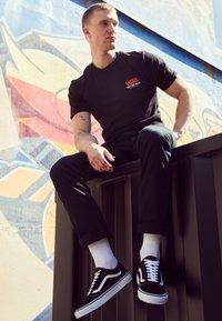 Vans - OLD SKOOL - Skateschoenen - black - 2