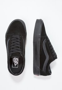 Vans - UA OLD SKOOL - Trainers - black - 1