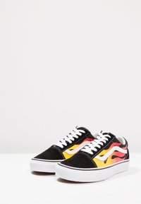 Vans - UA OLD SKOOL - Trainers - black/true white