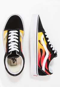 Vans - UA OLD SKOOL - Sneakers laag - black/true white - 1