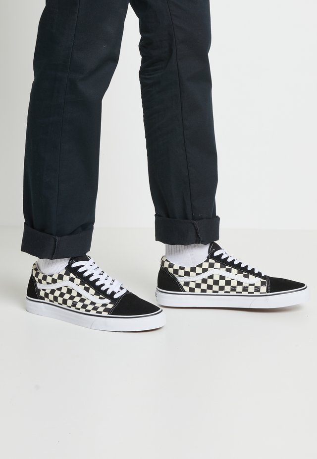 UA OLD SKOOL - Zapatillas - black/white