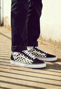 Vans - UA OLD SKOOL - Zapatillas - black/white - 4