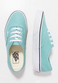 Vans - AUTHENTIC  - Sneakersy niskie - aqua haze/true white - 1