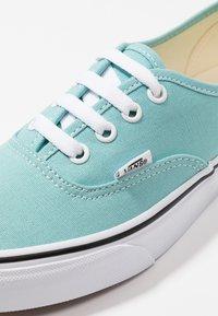 Vans - AUTHENTIC  - Sneakersy niskie - aqua haze/true white - 5
