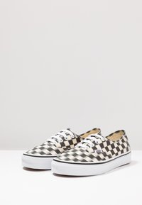 Vans - AUTHENTIC  - Sneaker low - black/classic white - 2