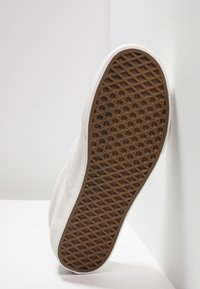 Vans - CLASSIC SLIP-ON  - Mocasines - blanc de blanc - 4