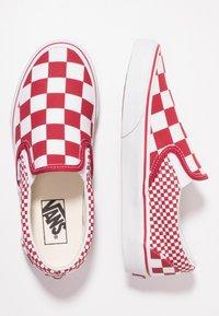 Vans - CLASSIC SLIP-ON  - Slipper - chili pepper/true white - 1