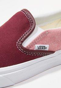 Vans - CLASSIC SLIP-ON  - Slipper - port royale/true white - 5
