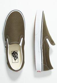 Vans - CLASSIC SLIP-ON  - Slip-ons - beech/true white - 1