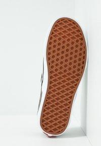 Vans - CLASSIC SLIP-ON  - Slip-ons - beech/true white - 4