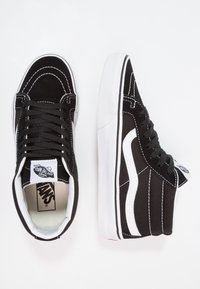 Vans - UA SK8-MID REISSUE - Korkeavartiset tennarit - black/true white - 1