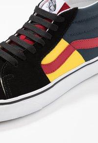 Vans - SK8 MID - Sneakers alte - black/true white - 6