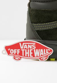Vans - SK8 MTE 2.0 - Zapatillas altas - forest night/primrose - 5