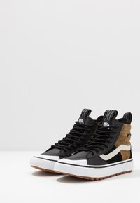 Vans - SK8 MTE 2.0 - Sneakers high - dirt/true white - 2