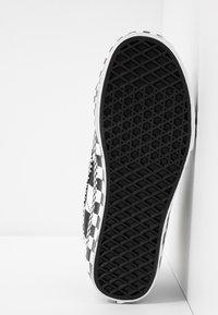 Vans - SK8 - Korkeavartiset tennarit - black/true white - 4