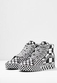 Vans - SK8 - Korkeavartiset tennarit - black/true white - 2