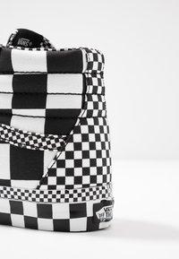 Vans - SK8 - Korkeavartiset tennarit - black/true white - 6