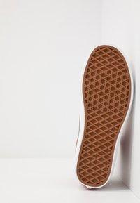 Vans - SK8 - Skate shoes - picante/true white - 4