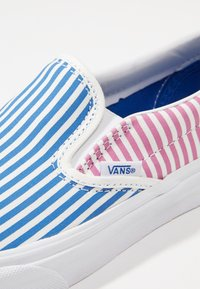 Vans - CLASSIC SLIP-ON - Mocassins - blue - 5