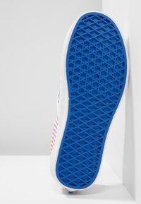 Vans - CLASSIC SLIP-ON - Mocassins - blue - 4