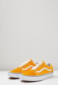Vans - OLD SKOOL - Sneaker low - zinnia/true white - 2
