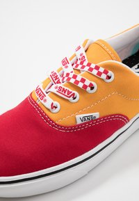 Vans - COMFYCUSH ERA - Scarpe skate - red/cadmium yellow - 6