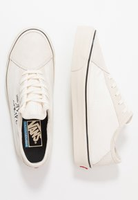 Vans - DIAMO NI - Sneakersy niskie - marshmallow/turtledove - 1