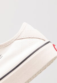 Vans - DIAMO NI - Sneakersy niskie - marshmallow/turtledove - 6