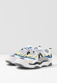 Vans - VARIX WC - Sneakers laag - true white/black - 2