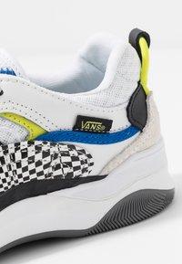 Vans - VARIX WC - Sneakers laag - true white/black - 5