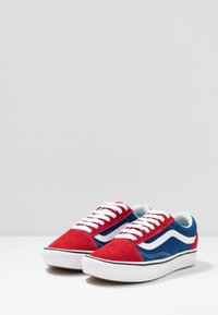 Vans - COMFYCUSH OLD SKOOL - Sneakersy niskie - chili pepper/true blue - 2