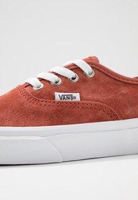 Vans - AUTHENTIC - Baskets basses - burnt brick/true white - 6