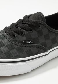 Vans - AUTHENTIC - Tenisky - black - 5