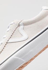 Vans - SPORT - Zapatillas - white - 6